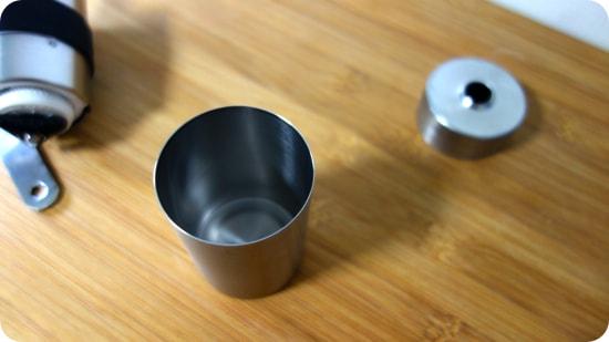 燕三条製の精巧な作り | キャプテンスタッグ 18-8ステンレスハンディーコーヒーミルS